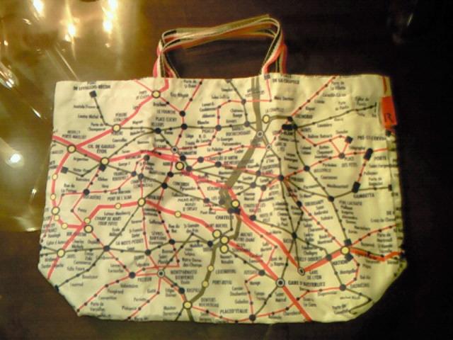パリのメトロ路線図入りのバッグ